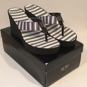 BCBG Paris Black/White Flip Flops SZ 9